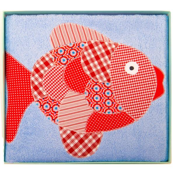 Badetuch hellblau mit rotem Fisch